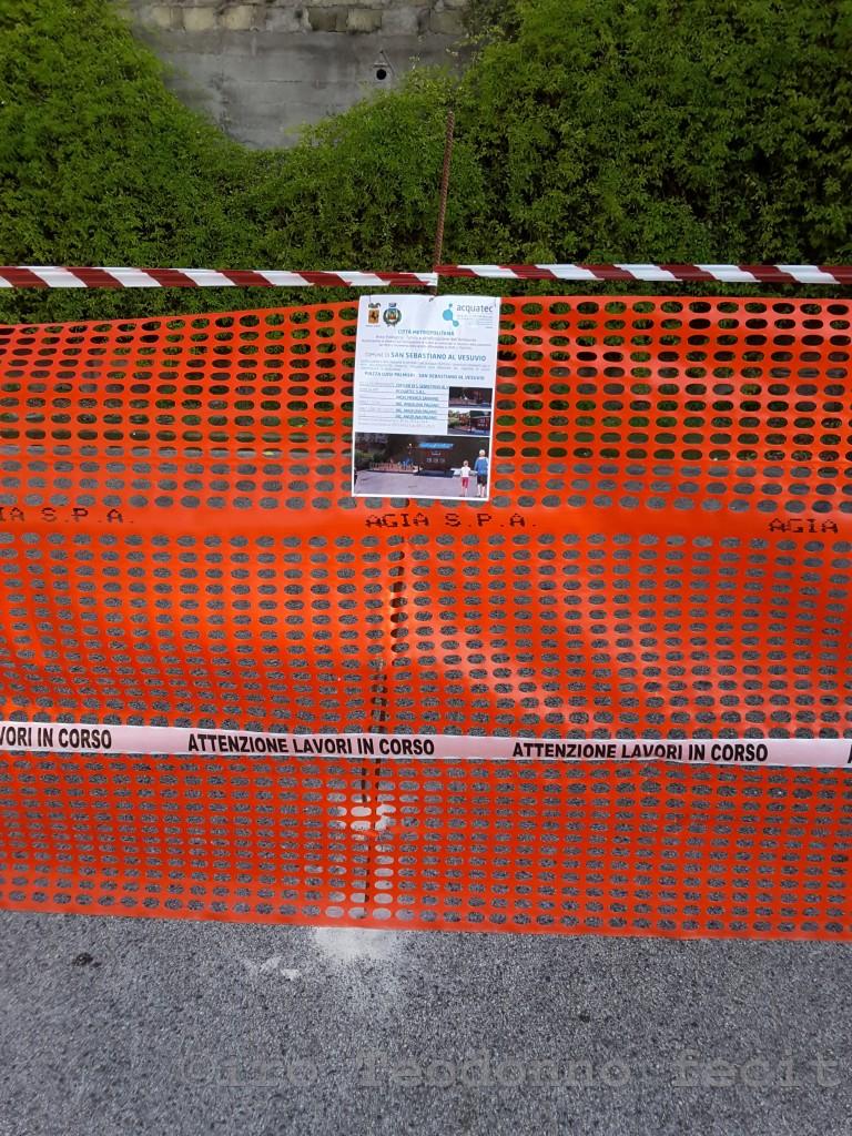 Particolare della recinzione del cantiere presente nel parcheggio in via Palmieri