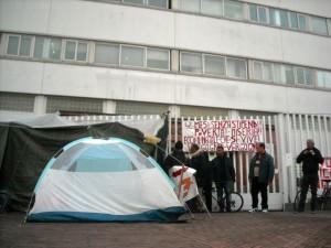 Acerra, la tenda piazzata dai lavoratori Cub davanti al municipio