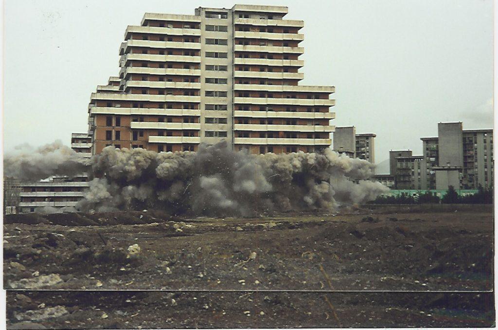 Le Vele durante la demolizione (foto fonte Web)