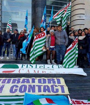 La manifestazione dei licenziati Gepin davanti alla sede di Poste Italiane