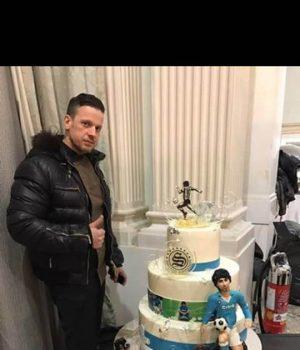 Antonio Angora, pasticciere di Striano, ha preparato la torta per la festa in onore di Maradona