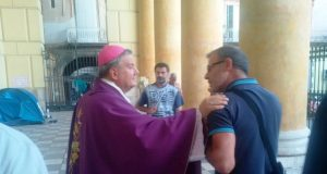 Acerra, l'incontro tra il vescovo e i disoccupati