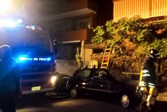 Pomigliano, il momento in cui sono intervenuti i vigili del fuoco nella casa del signor Moretti