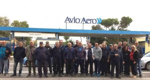 Pomigliano, la protesta dei lavoratori delle pulizie di Avio Aero