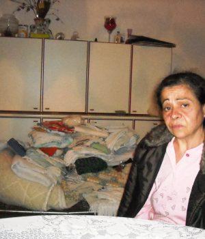 Pomigliano, la vittima, Carmela Guadagni, nella casa messa a soqquadro dai rapinatori