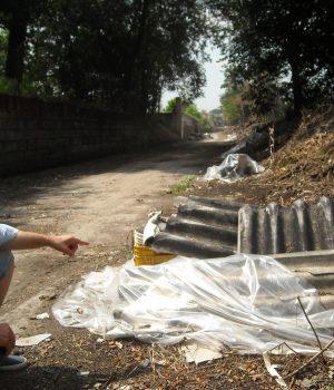 Una discarica abusiva di amianto nelle campagne di Acerra